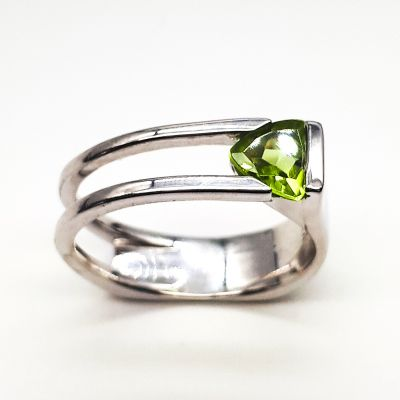 Peridot Sterling silver ring GWR86384